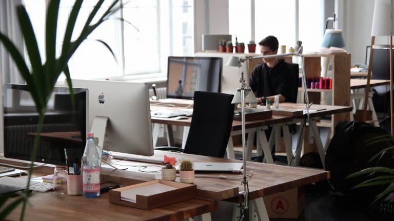 Prestatorii de servicii sunt în topul angajatorilor din România