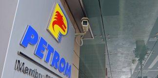 Guvernul, obligat să vândă 8% din acţiunile Petrom la preţul din 2004