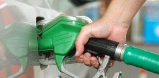 Analiştii prevăd o scumpire continuă a carburanţilor