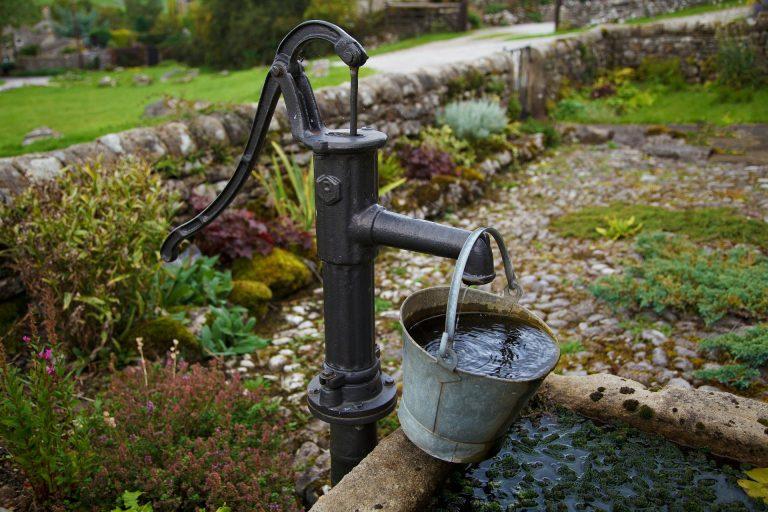 De la anul va scădea TVA-ul la…apa de ploaie. Nu și la energia electrică sau gaze