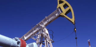 Preţul petrolului creşte uşor, ca urmare a noilor tensiuni între SUA şi Iran