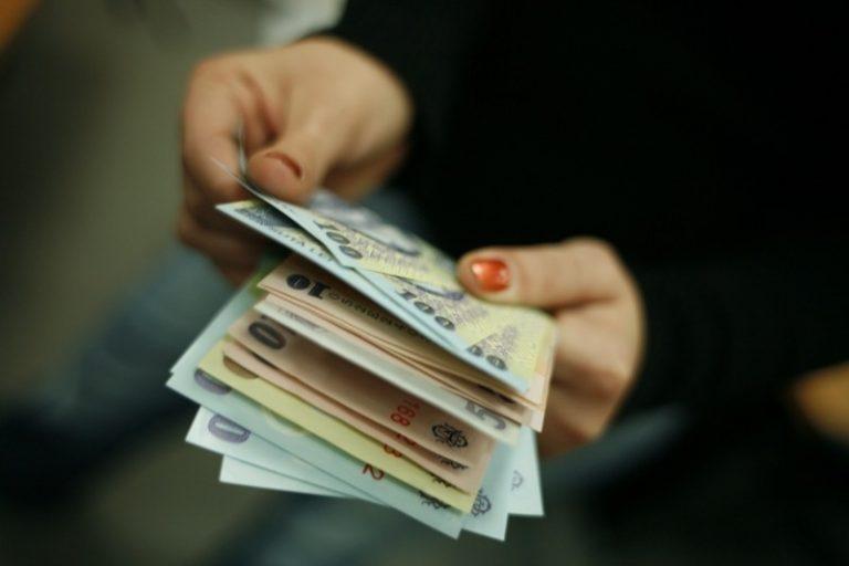 Guvernul pregătește o hotărâre pentru creșterea la 2.050 lei a salariului minim