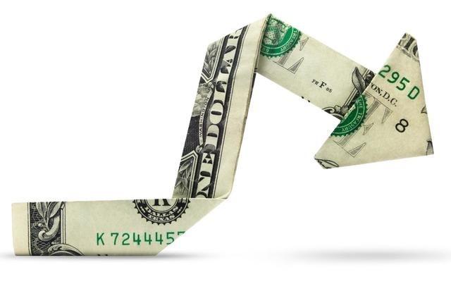 Explozie a deficitului de cont curent, pe fondul scăderii continue a investițiilor străine