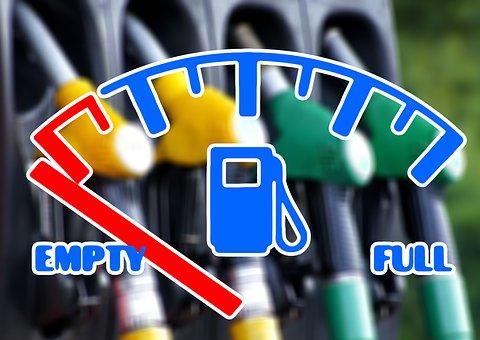 Populsim ieftin: MF vrea să elimine suprataxarea consumului, prin plafonarea prețului carburanților