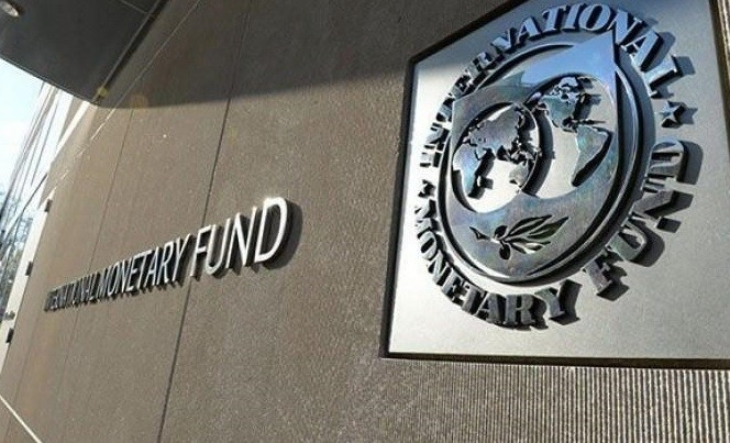 Pericolul se meține, FMI revine. Principala incertitudine: încadrarea deficitului în limita de 3%